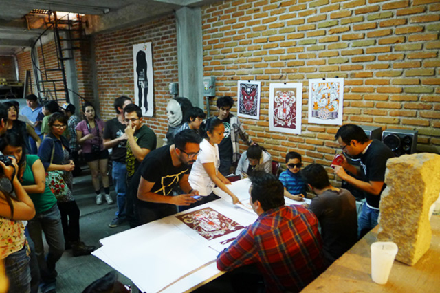 Artists signing the 3 new prints at Taller en Vida.
